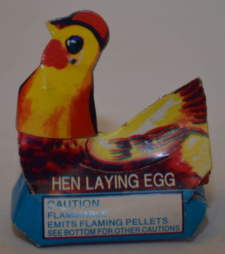 Novelty Fireworks – Hen Laying Egg (1)